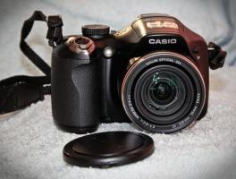 Digitalkamera Casio EX FH-25 + Zubehör / Rechnung / 1 Jahr Garantie / OVP