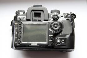 Foto 3 Digitalkamera Dynax 7D mit Objektiv
