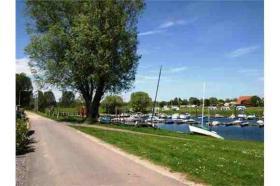 Direkt am Wasser: luxuriöses neues Chalet in Holland