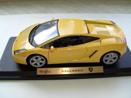 Foto 3 Div. Modellautos Porsche, Lamborghini, BMW und Safariwagen