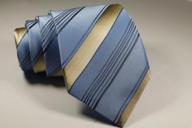 Foto 9 Diverse Krawatten, Einstecktücher Fliegen
