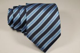 Foto 13 Diverse Krawatten, Einstecktücher Fliegen