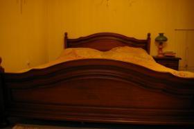 Doppelbett mit 2 Nachtkonsolen (Antik)