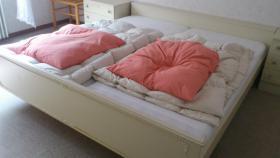 Doppelbett-Ein Traum in weiss
