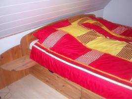 Foto 2 Doppelbett aus Kiefernholz
