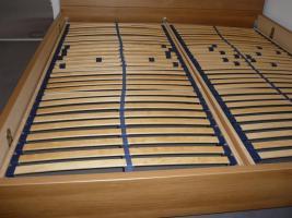 Foto 2 Doppelbett mit Lattenrost