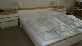 Doppelbett mit Nachtschr�nken