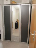 Drehtürenschrank mit Spiegeltür, anthrazitfarben 135x198x56cm