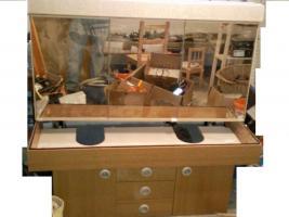 Duschkabine, Spiegelschrank und Unterschrank für Waschbecken