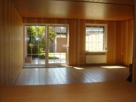 Wohnzimmer und Fenster