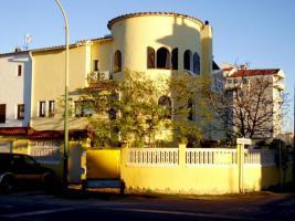 Foto 3 EMPURIABRAVA - grosses Haus mit 2 Liegeplätzen a' 4,5 m 18 m am Haus