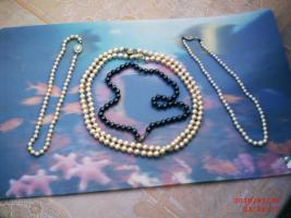 Echte Perlenketten und Modeschmuck