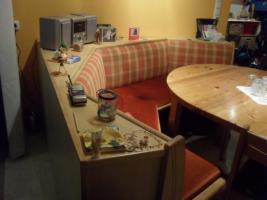 Foto 2 Eckbank mit Stühlen und rundem Esstisch