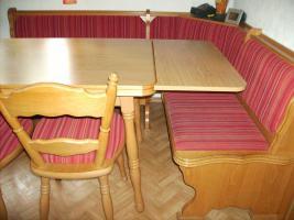 Foto 2 Eckbankgruppe mit Tisch und 4 St�hlen