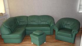 Eckcouch gr�n Rindsleder mit Sessel und Hocker