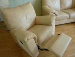 Eckledercouch mit Relaxsessel zu verkaufen
