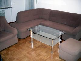 Eckpolstergarnietur mit Sofa und Hocker