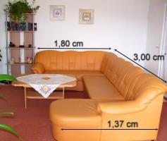Foto 2 Ecksofa mit Schlaffunktion, Couchtisch, Fernsehregal, hohes Regal, Wohnwand mit Umzugsmängeln zu verschenken