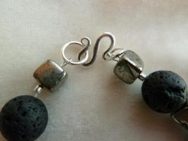 Foto 3 Edelsteinkette mit Lava, kontrastreichen Pyriten und Koralle ! Sehr hübsch! NEU