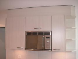 Foto 3 Edle, neuere L-Küche mit Bar