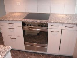 Foto 4 Edle, neuere L-Küche mit Bar