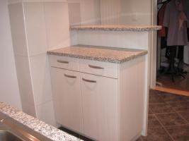 Foto 5 Edle, neuere L-Küche mit Bar