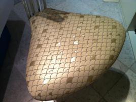 Foto 3 Edler Designerstuhl aus Acryl und Kunststoffbezug im Schuppenmuster
