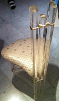 Foto 5 Edler Designerstuhl aus Acryl und Kunststoffbezug im Schuppenmuster