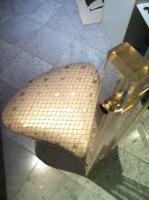 Foto 6 Edler Designerstuhl aus Acryl und Kunststoffbezug im Schuppenmuster