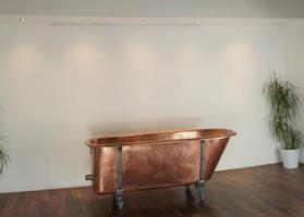 Ein Luxus komplett restaurierten viktorianischen Kupfer Roll Top Badewanne - vintage modernen Wellnessbereich
