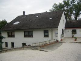 Ein/Zweifamilienhaus mit Pferdestallungen