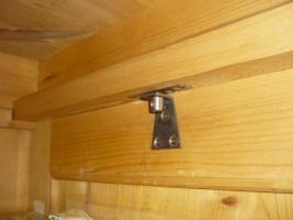 Foto 5 Ein alter Schrank (antik ?) massiv Holz. 2-Türig