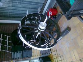 Ein großes Holz-Blumen Rad