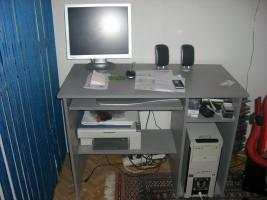 Ein kompletten PC mit tastatur, maus, flachmonitor!!