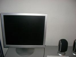 Foto 3 Ein kompletten PC mit tastatur, maus, flachmonitor!!