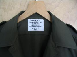 Foto 2 Ein neuwertiges , unbenutztes  Bundeswehr Oberhemd - Feldhemd oliv  langarm aus deutscher Produktion ( Wahler ) .