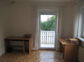 Ein schönes Zimmer mit Balkon in einer 3er WG