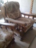 Ein  Dreisitzer-Sofa, zwei Sessel & einen Tisch - ungebraucht - massiv Eiche