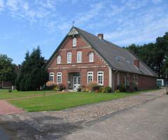 Ein-/Zwei-Familienhaus, 8,5 Zimmer, mit Doppelgarage und Scheune