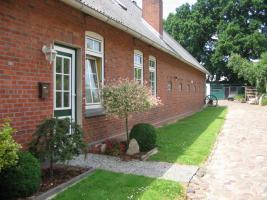 Foto 2 Ein-/Zwei-Familienhaus, 8,5 Zimmer, mit Doppelgarage und Scheune