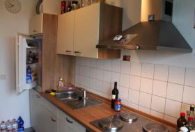 Einbauchküche (inkl. Kühlschrank und Herd)
