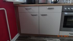 Foto 4 Einbauküche 2 MONATE ALT (kaschmir und nuss-nougat)