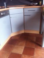 Foto 4 Einbauküche / Küchenzeile mit Kühl-Gefrier-Kombi, Herd, Ofen, Spülmaschine und (Hänge-)Schränken