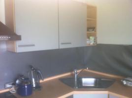 Foto 5 Einbauküche / Küchenzeile mit Kühl-Gefrier-Kombi, Herd, Ofen, Spülmaschine und (Hänge-)Schränken