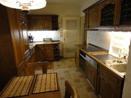 Einbauküche & Sitzgruppe mit Echtholzfront in guten und gepflegten Zustand