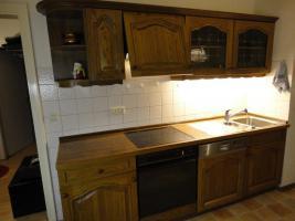 Foto 4 Einbauküche & Sitzgruppe mit Echtholzfront in guten und gepflegten Zustand