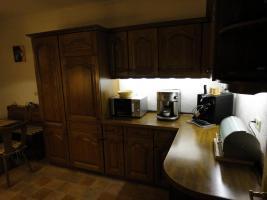 Foto 5 Einbauküche & Sitzgruppe mit Echtholzfront in guten und gepflegten Zustand