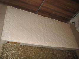 Eine Matratze