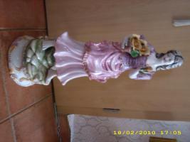 Eine alte 65 cm.grosse Porzellanfigur - Barock