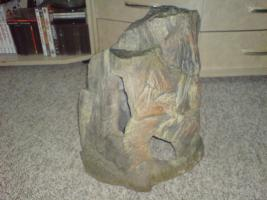 Foto 2 Eine große Felshöle und anderes Aquariumzubehör